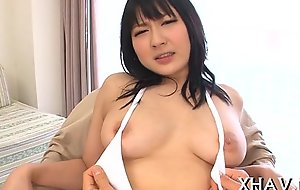 Young oriental bitch didlo tease