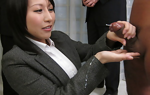 Yuuna Hoshisaki servicig their way horny board be incumbent on game table needs